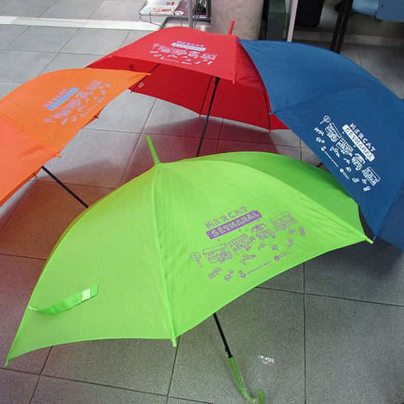 """Paraigües """"Atrapa el val"""" Mercat Setmanal del Masnou"""